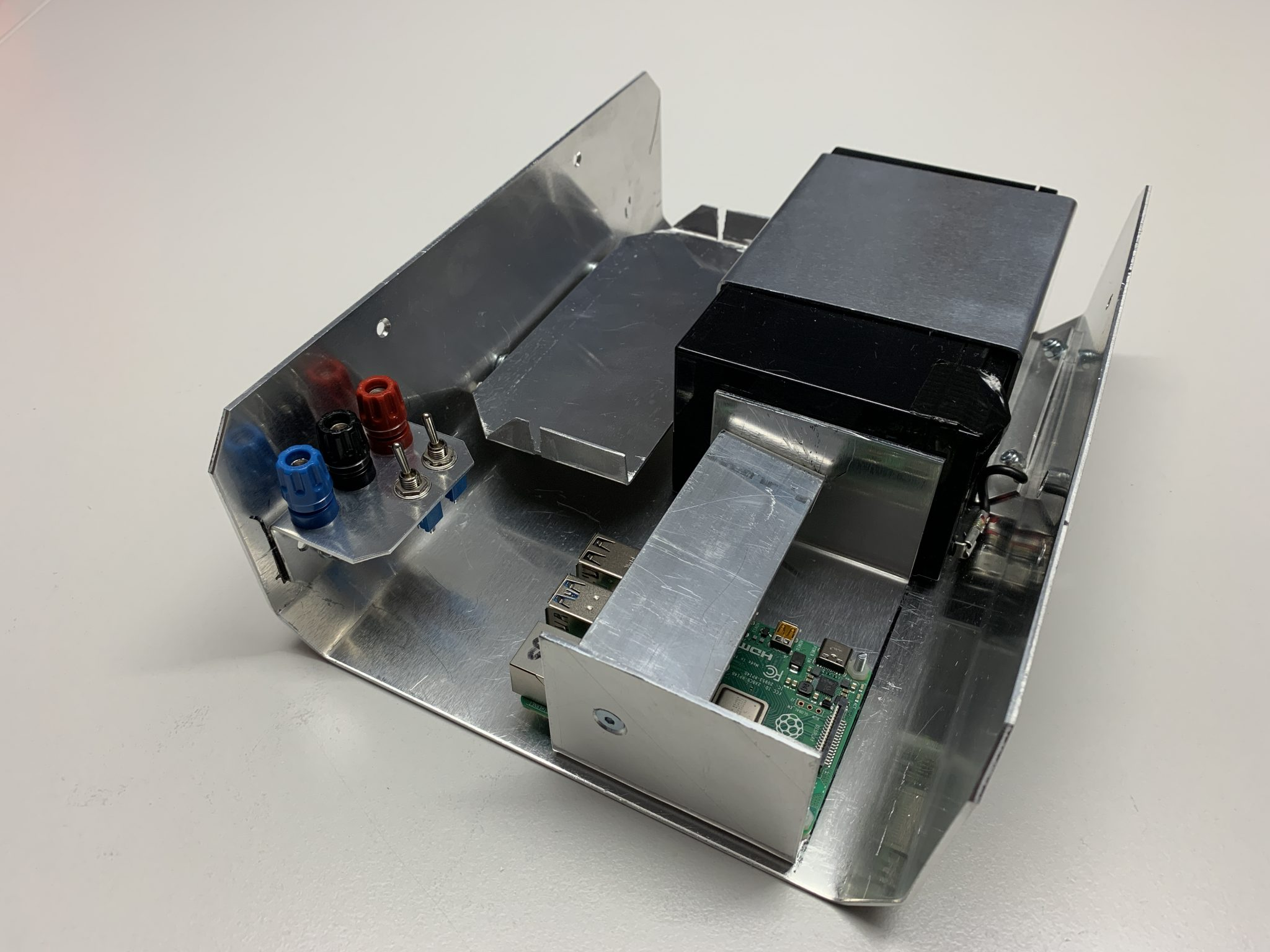 Alu carrier with battery and Raspi